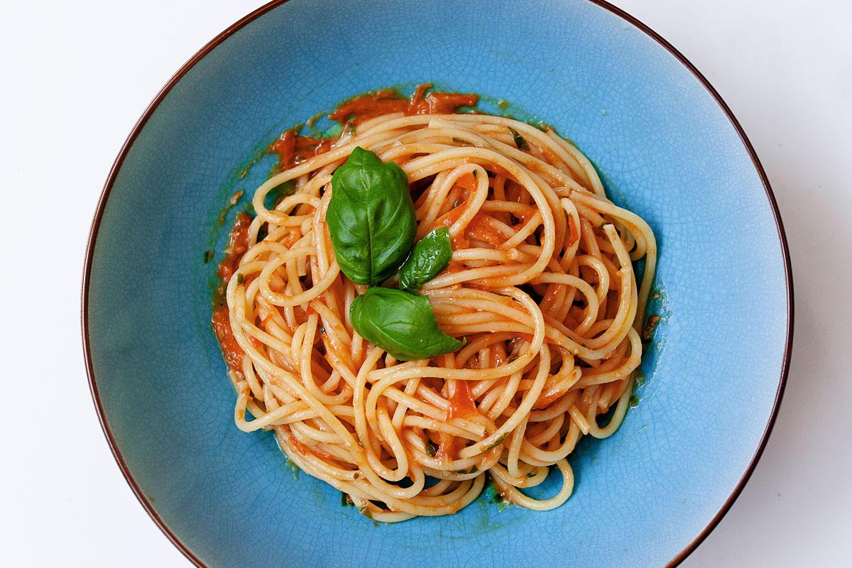 Quick and Summery Grape Tomato and Garlic Spaghetti SauceRecipe